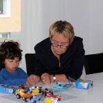 Mamma var också här. Legobygge med Hugo.