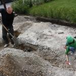 Tuva tyckte det var kul att gräva.