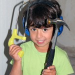 Hugo är alltid redo att hjälpa till med sina verktyg.