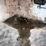 Bilat upp även i blivande duschutrymmet. Ska byta ut golvbrunnen och nya rör.