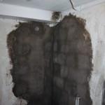 I morgon kan vi förhoppningsvis rengöra och måla väggarna.